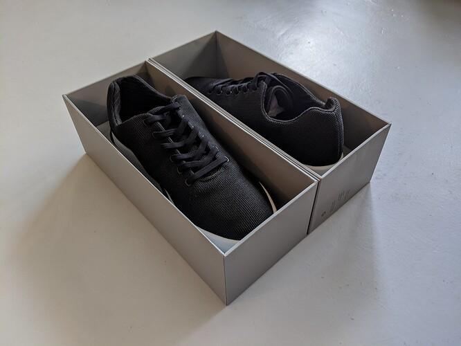 Atoms-Model-000-Black-White-Unboxing
