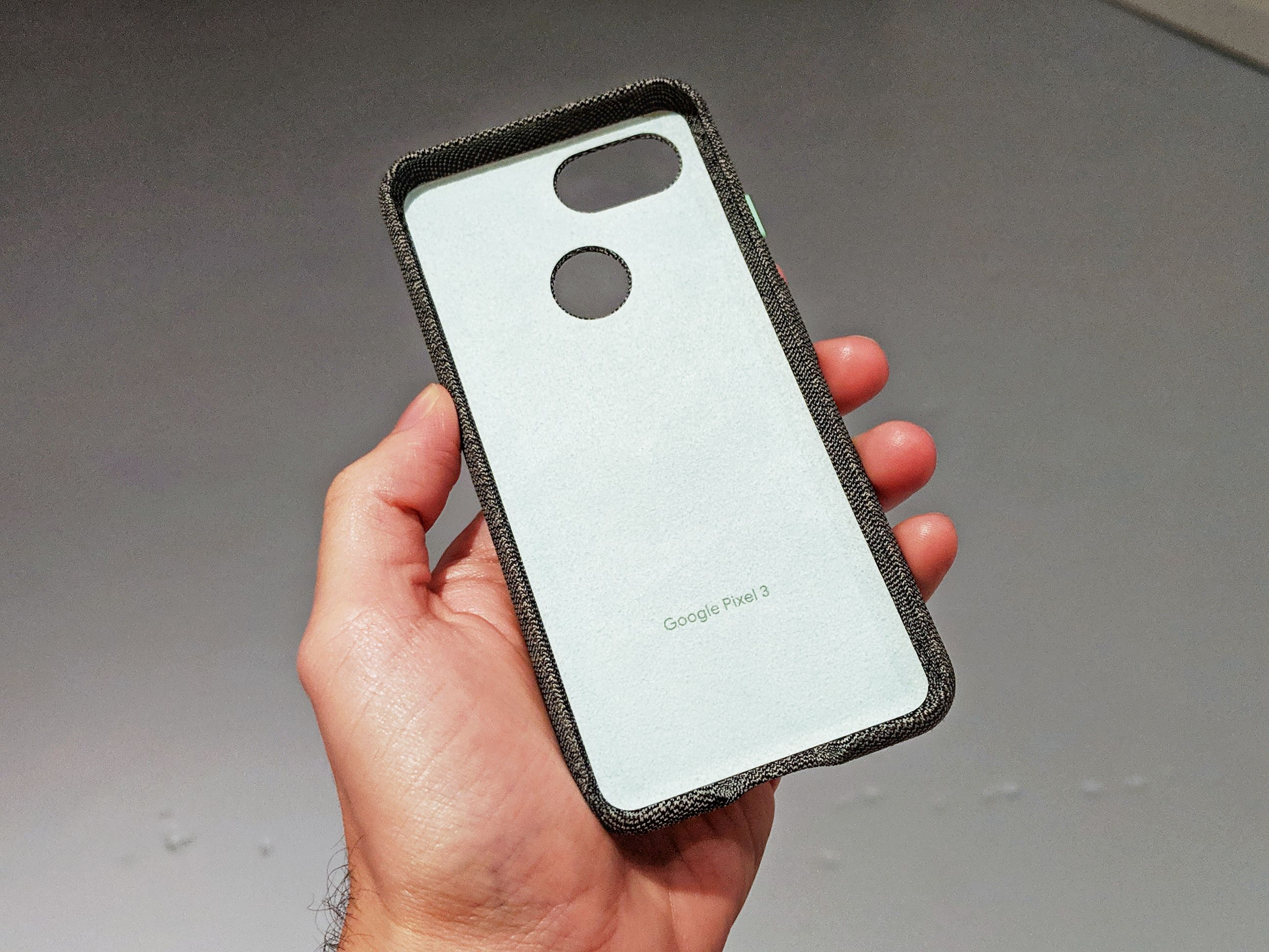 best sneakers df8ce 745d1 Pixel 3 Fabric Case Review: Both Beautiful and Nerve-racking ...